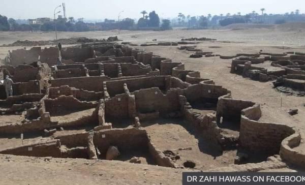 Oude Egyptische stad ontdekt en opgegraven.